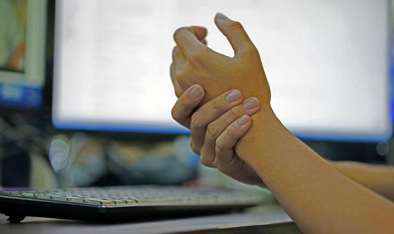 مورمورشدن انگشتان دست